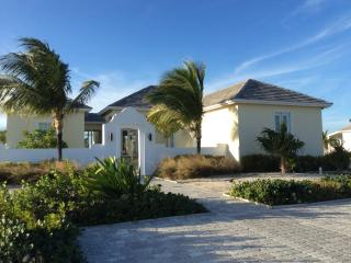 Resort World Bimini - Private Island Exquisite Home with 90 feet sea wall