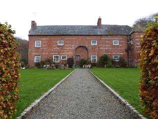 Ffermdy Clwyd, Farmhouse,Lovely Log Fire - 129977