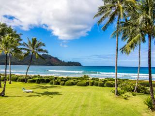 BEACHFRONT - Dead Center On Hanalei Bay