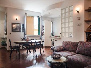Cozy 2bdr apt in city center, Bologna