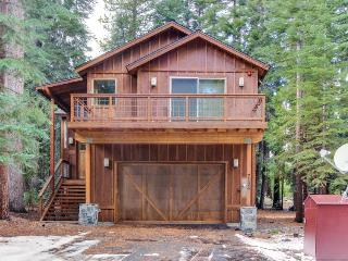 Deluxe West Shore home w/beautiful deck - half-mile to beach & 10 min. to skiing, Tahoma