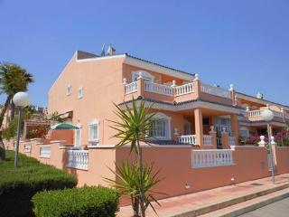 (524) Casa Rosalin 3 bed house quiet area air-con Wi-Fi side garden close to sea