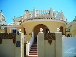 (526) Casa Mango 3 bed villa private pool air-con WiFi close to amenities