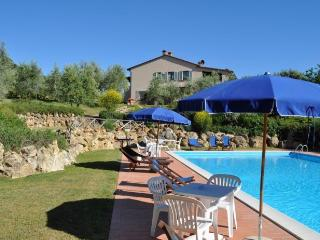 Lodging quercia in Iano,near Volterra,air conditioning,terrace,Wi Fi,swim pool