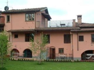 Natale - pool and walking distance of restaurant!