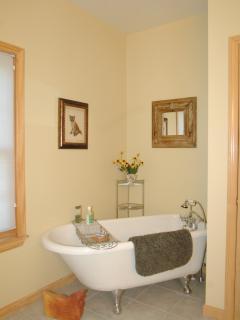 Master Bathroom Clawfoot Tub