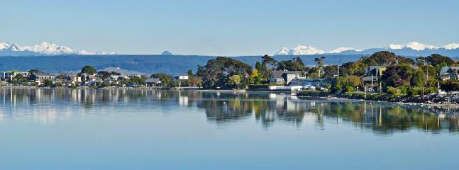 Monaco Waterfront Villa & Cottage Waterfront Accommodation, Nelson