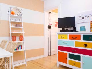 NEW! ALFAMA - Colorful Apartment!