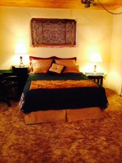 Bella Tranquillo (Italian for beautiful tranquility) very spacious master suite w/queen size bed.