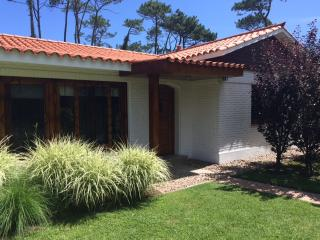 Beautiful 3 Bedroom, 4 Bath House 1 Block to Beach, Punta del Este