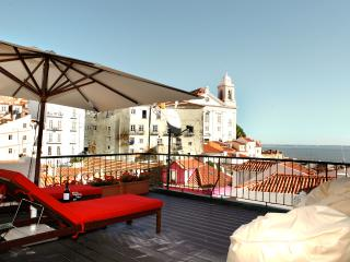 Best terrace river view, Alfama apartment, Lisboa