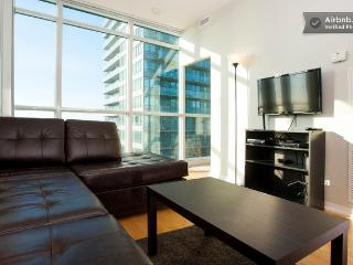 Convertible 3 Bedroom Suite - Bremner Blvd, ACC, Toronto