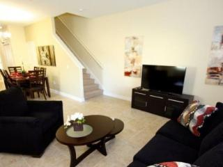 Fabulous 5 Bedroom 4 Bathroom Town Home in Paradise Palms. 8951BPR, Orlando