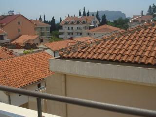 AFFORDABLE, COZY 2 BEDROOM APM. IN CENTAR OF BUDVA, Budva