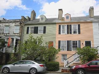 Charming 3BR Home Moments Away from two of Savannah's Most Popular Squares