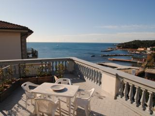 Villa Fiorella- bilocale con terrazza vista mare