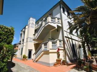 Villa Fiorella con due camere da letto e giardino