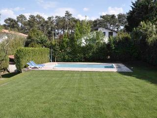 Joli Maison Basque avec piscine au cœur de Chibert