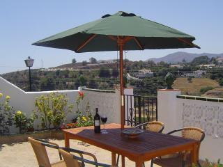 3 bedroom house. Sleeps 6. Great views and walk to centre. Pool - wifi - air con