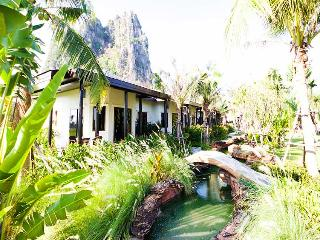 Jurassic Mountain Fishing Resort (PALMS SUITE), Cha-am