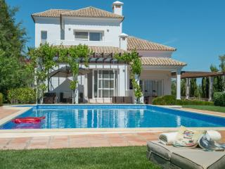 Luxury villa with garden &pool, ideal for families, Benaluo-Casas Viejas