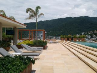 * Coco Condo, Just One Block From The Beach!!, Puerto Vallarta
