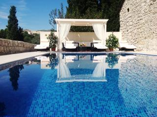 LUXURY VILLA GORICA DUBROVNIK, GUARANTEED PRIVACY, 10 MIN. WALK TO BEACH