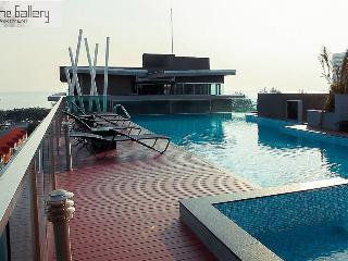 Jomtien beach sea view Top floor, Pattaya