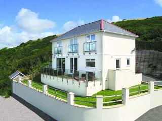 LOOE ISLAND VIEW spectacular sea views, full-length terrace, raised deck in Downderry Ref 919242