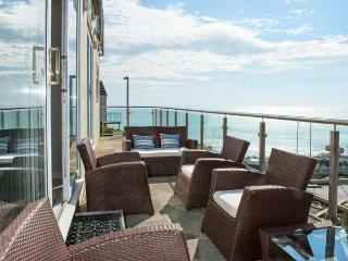 LOOE ISLAND VIEW spectacular sea views, full-length terrace, raised deck in