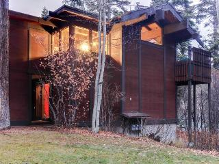 Fantastic retro-lodge feel, surrounded by beautiful aspens!, Tahoe City
