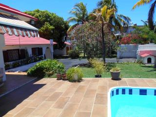 GUEST HOUSE WITH POOL, Pointe aux Canonniers