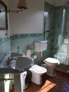 VILLA MIMOSA bathroom 1