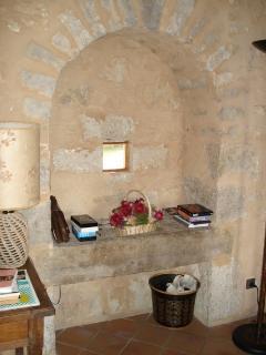 Gîte | premier étage [évier en pierres typiquement périgordin]