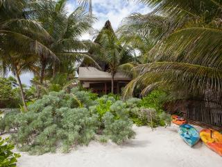 Casita Bonita. Sensuous beach house, Tulum
