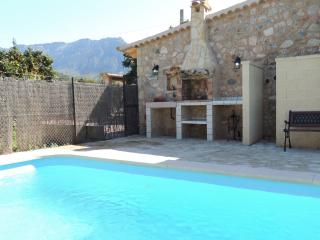 SOLLER villa with pool x 6 people