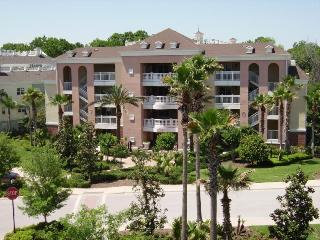 Beautiful 3 bed 3rd floor contemporary condo,  private balcony at Villas South Reunion Resort, Four Corners