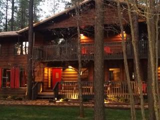 HUGE Cabin-Movie Theater-Pool Table-sleeps 28-32, Pinetop-Lakeside