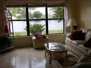 *Lakefront* Sunsets, North Port..CLEAN & Comforta