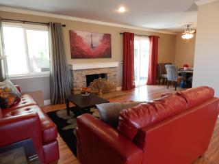 Elegance Luxurious Home 3 Miles From. Disney, 4 Miles Fr. LittleSaigon,  100% remodeled, Anaheim