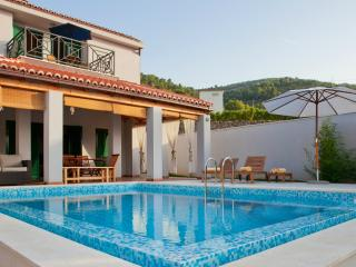 Modern Villa with 3 bedrooms & private pool, Vis