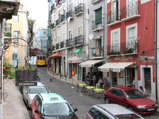 Apartment with terrace in scenical Lisbon, Lissabon