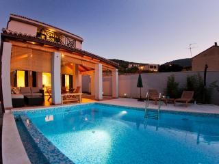 Modern Villa with private heated pool in Vis