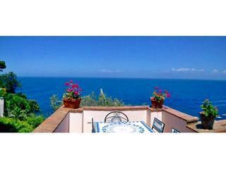 Enchanting House with Terrace with ocean view-wifi, Capri