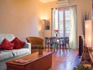 Gaudi-2: Apartamento rustico en Rambla Catalunya