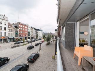 Antwerp-Apartment, in trendy, old harbour area