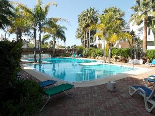 BEACHSIDE LUXURY THREE BEDROOM APARTMENT, Puerto Jose Banus