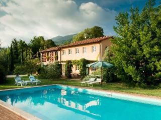 Villa La Luce, restored country villa. 6 bedrooms, Lucca