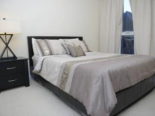 Reve: Luxury 2 Bed Downtown Suite, Toronto