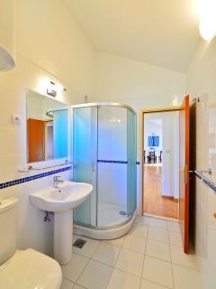 1.floor-bathroom